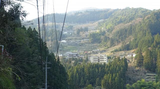 赤松地区を見上げる
