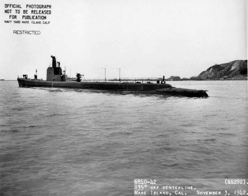 1024px-USS_Tunny_(SS-282)_0828229.jpg