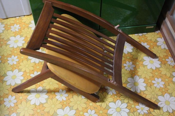 壊れた椅子1