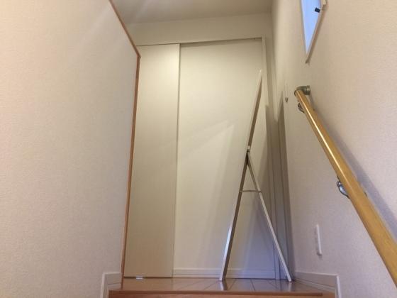 20160218002_階段から見えるミラー