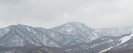 お山の雪は