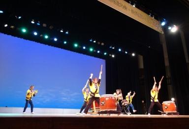 東浅川公民館の迫力ある銚子太鼓