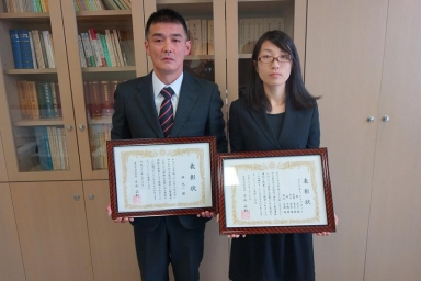 林さんと星野さんが代表して受賞