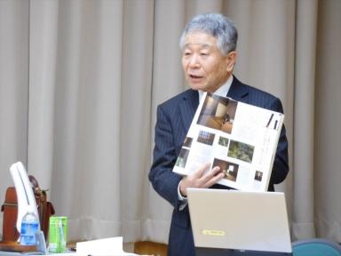 語り部吉井先生が書籍「金澤」を紹介