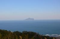 2号館への道から龜山島160209