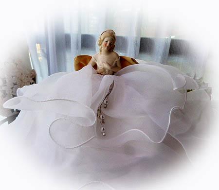 白ドレス ド-ル