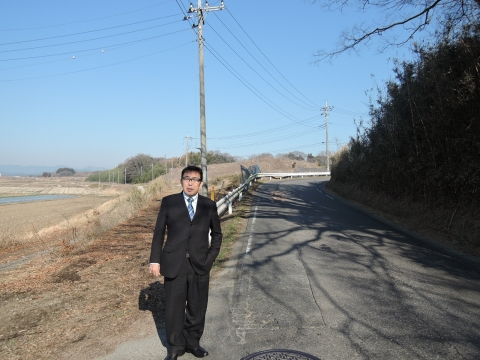 c県道に覆いかぶさる立木③田島地区