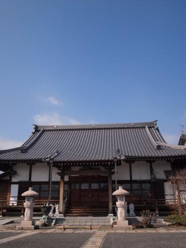 500お寺とシャボン玉160309001