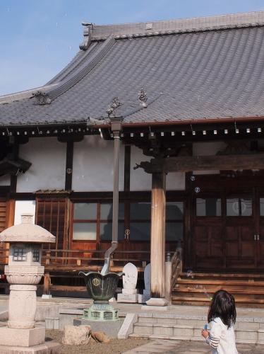 500お寺とシャボン玉160309003