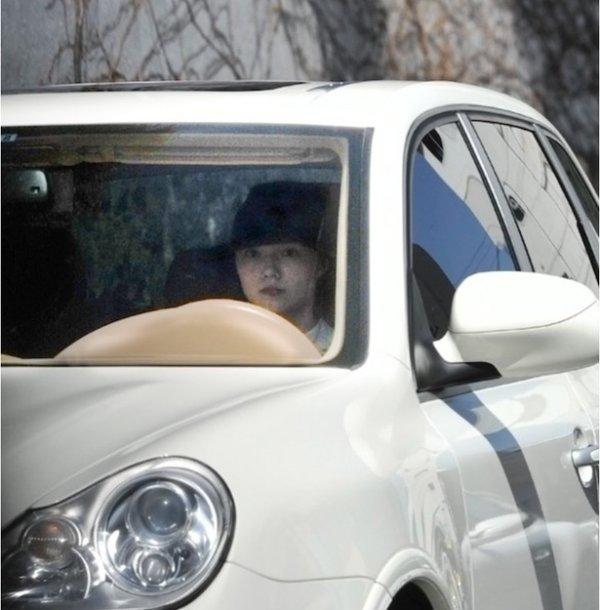 【悲報】V6・岡田准一が宮崎あおいとの2ショットをフライデーされる(※画像アリ)