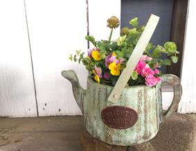 可愛いジョウロの形の木製鉢