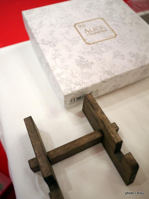 プリザーブドセット「ふしぎの国のアリスの陶時計」イイハナ
