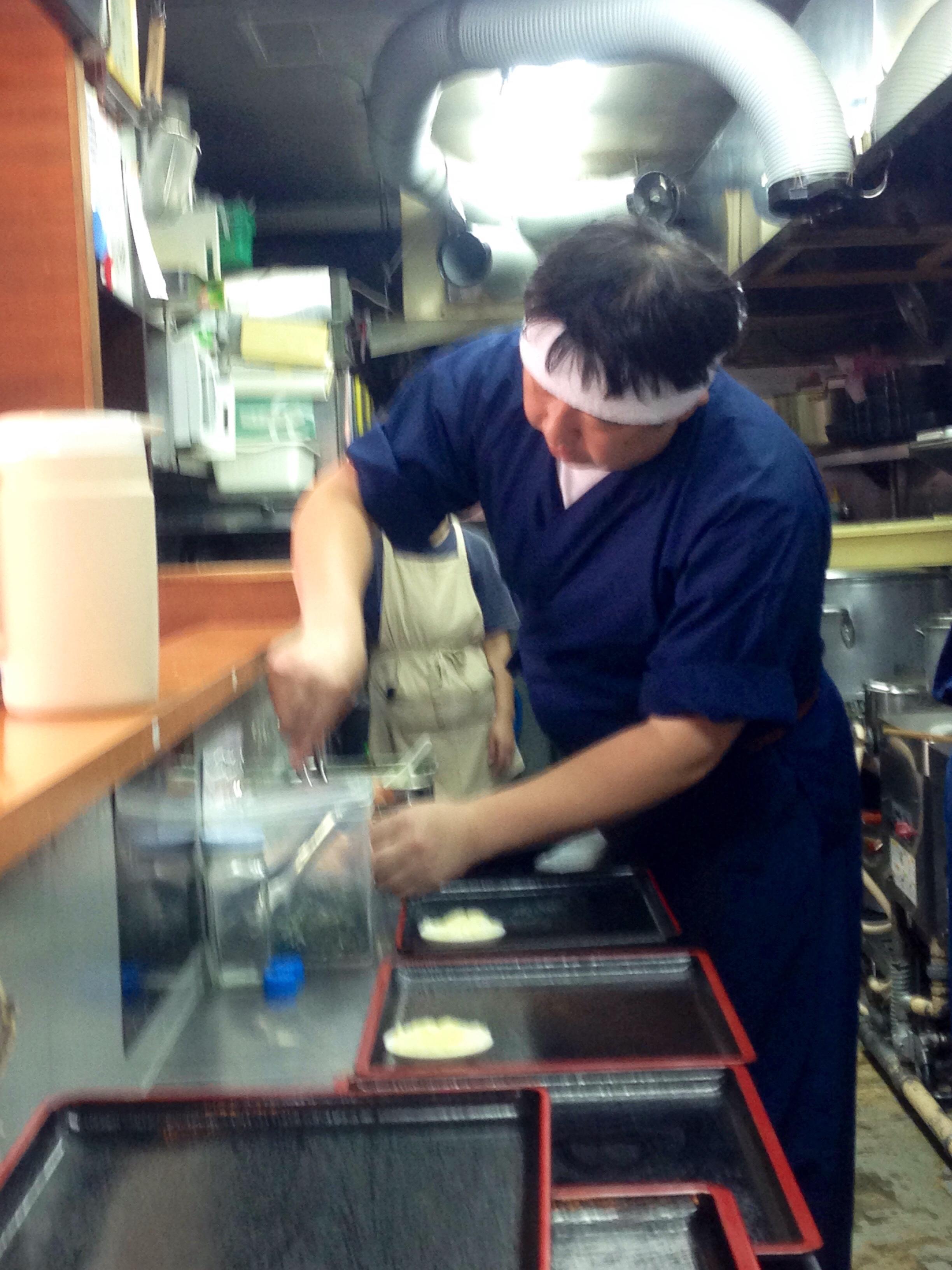 「麺彩房うどん」厨房を仕切る小林料理長@大成食品株式会社