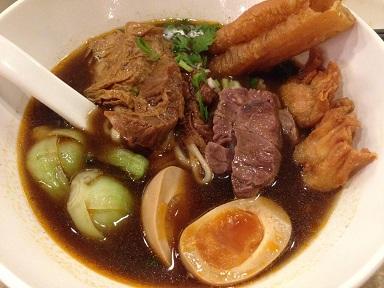 看板メニュー晶華三冠王牛肉麺
