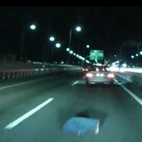 高速道路の落下物
