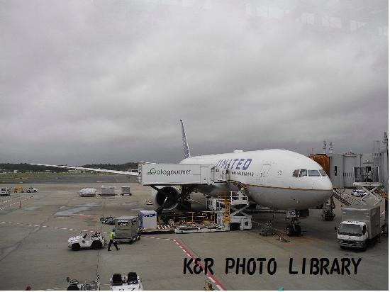 201年7月16日成田空港UA827便