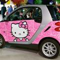 ピンク色の軽自動車