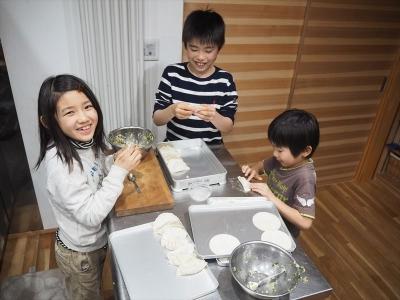 23餃子包み_R