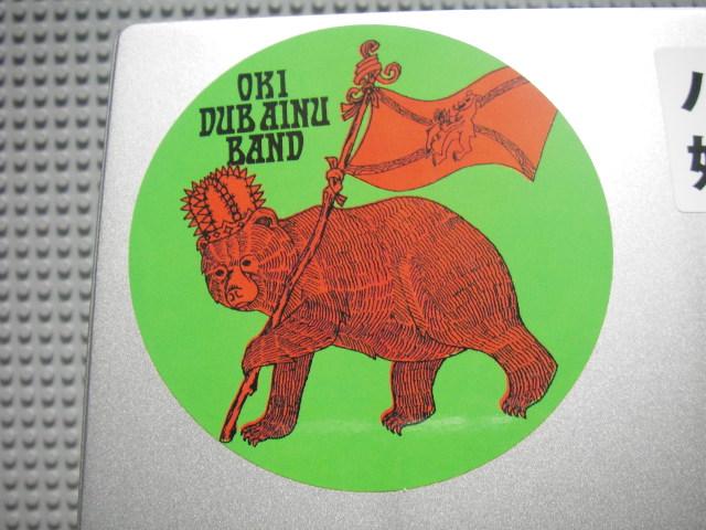 パソコンに貼っているオキ・ダブ・アイヌ・バンドのステッカー