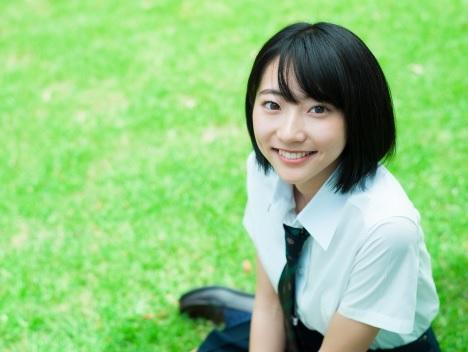 18歳モデル武田玲奈、初写真集で泡風呂に挑戦 制服スク水姿も3