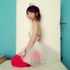 【AKB48】柏木由紀、胸の谷間全開のセクシーすぎるチュチュ姿を公開して話題に「天使すぎる」「ヤバいくらい可愛い」の声3