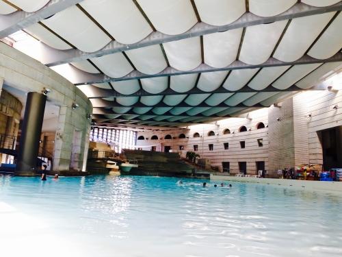 巨大なプール