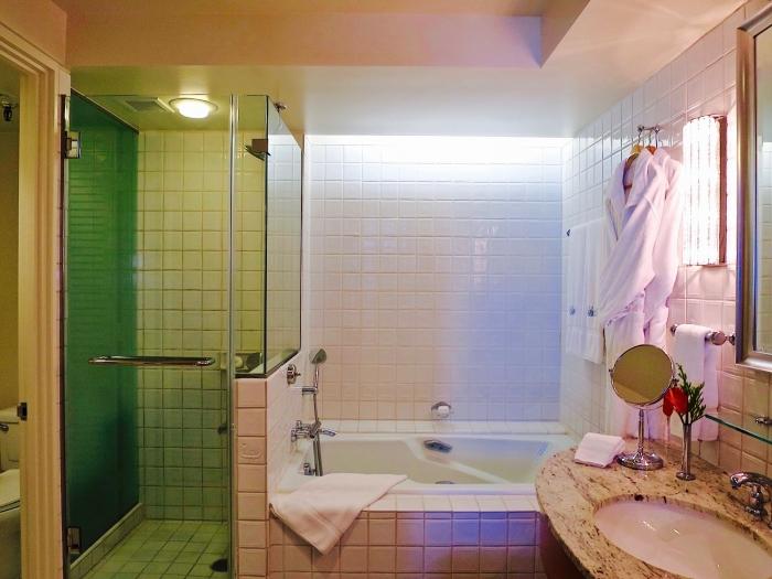 Halekurani Bathroom