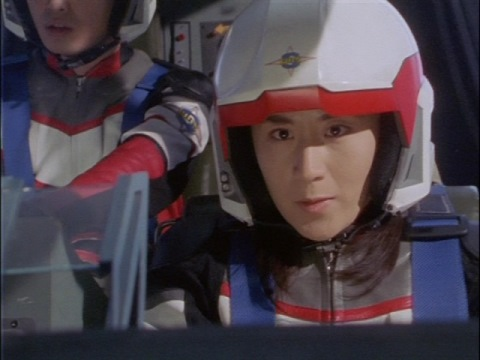 クローンダイゲルンに向かうユミムラ・リョウ隊員(演:斉藤りさ)