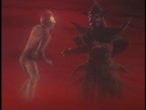 異次元で戦うウルトラマン80とザルドン