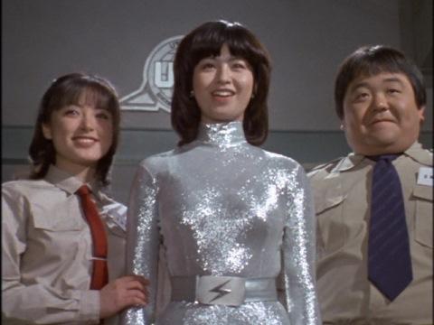 左:小坂ユリ子隊員 中:アンドロイド・エミ 右:セラ照夫隊員