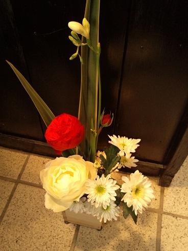 先斗町店入口の花1