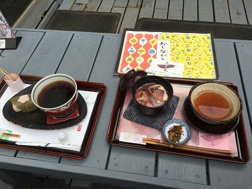 お汁粉と桜餅、ほうじ茶のセット