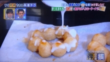 ドーナツにシロップをかける