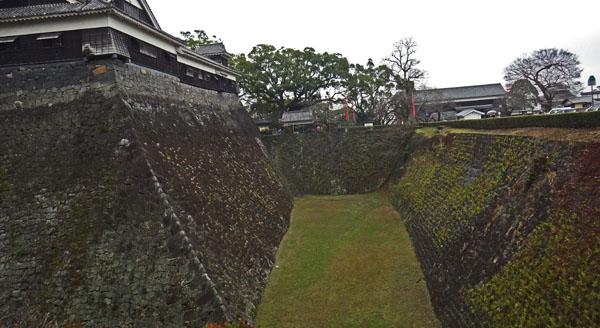宇土櫓の下のお濠