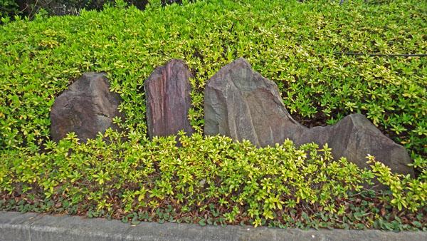 三つの石碑