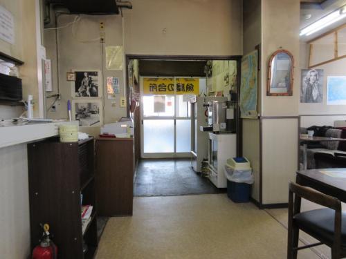 店内 入口側