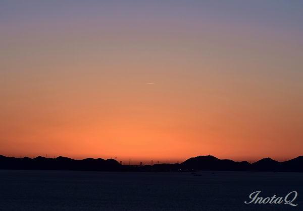 関門の夕焼けと飛行機組01