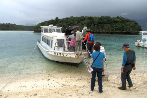 グラスボートに乗船