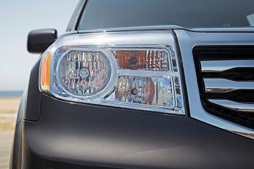 2013-honda-pilot-touring-4wd-headlight.jpg