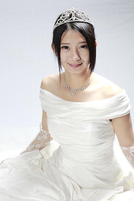 アキコ:ドレス
