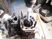 03 タップリオイルをつけて電動ドリルで磨く