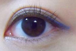 目尻にマーメイドブルー。