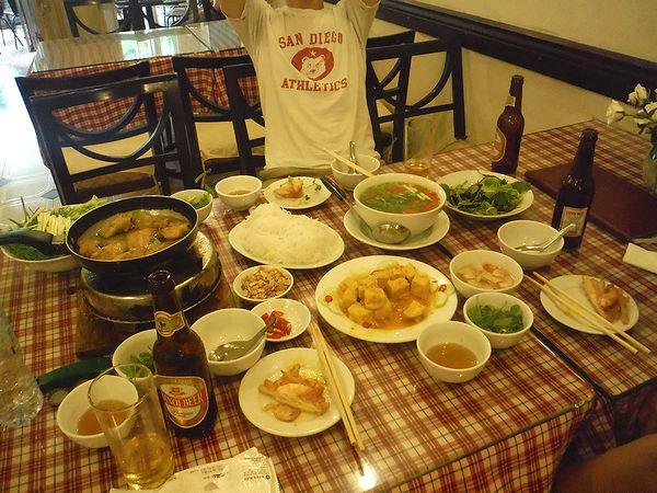 中級レストランの食事