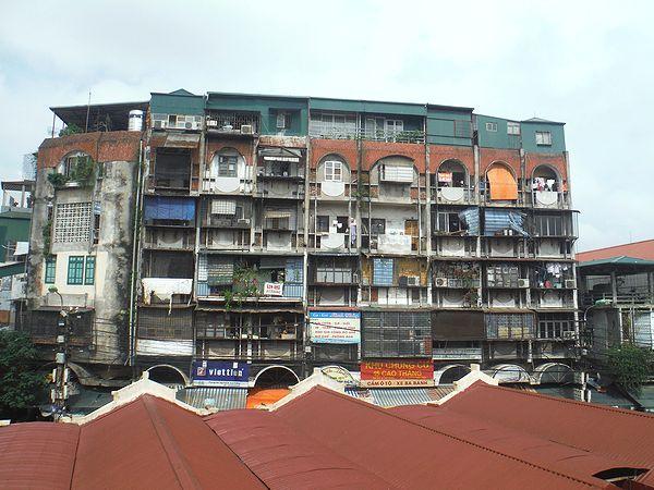 旧市街の高層住宅