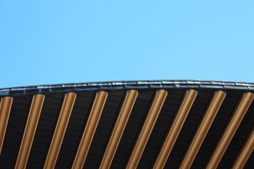 0075:渋谷区立松濤美術館 屋根裏に敷かれた半円パイプ