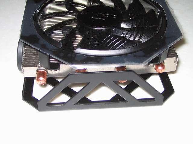 GIGABYTE GV-N970G1 GAMING-4GD ビデオカード本体 3連ファン 側面、ヒートパイプ