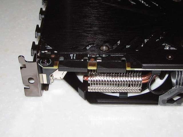 GIGABYTE GV-N970G1 GAMING-4GD  ビデオカード本体 SLI コネクタ(カバー付)