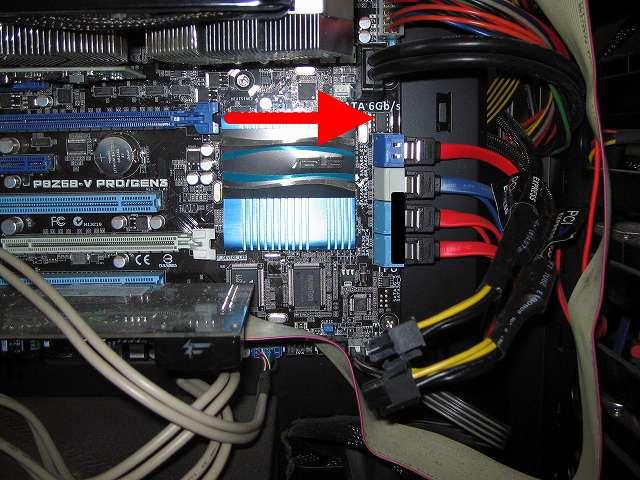 GIGABYTE GV-N970G1 GAMING-4GD ボード長が 約 300mm(約 30cm)  ほどあるため、P8Z68-V PRO/GEN3 PCI Express スロットの延長上にマザーボード上にあるものをチェック、(ZOTAC GeForce GTX 570 ZT-50203-10M は 約 230mm(23cm))