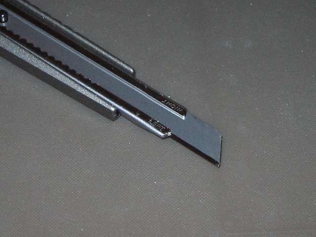エヌティー(NT) 軽作業用カッター A-300GRP 左利き仕様で刃を出した状態