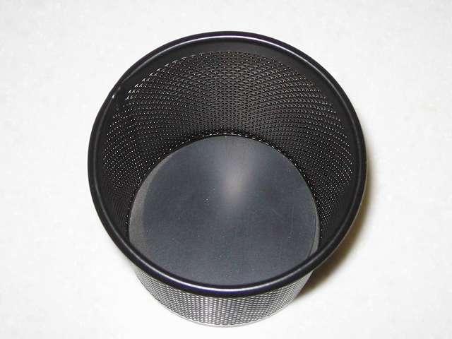 ナカバヤシ PS-M1BK パンチングメタル ペンスタンドペン立て 丸型 ブラック 容器内に HIKARI GR5-70 ゴム(天然) 黒 5x70mm マルを入れたところ
